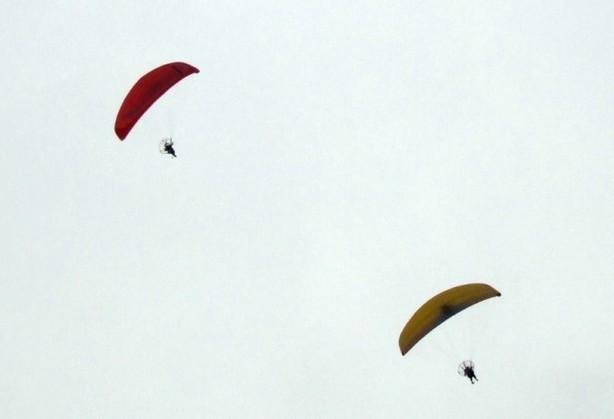 西北地区最大规模的动力伞飞行表演